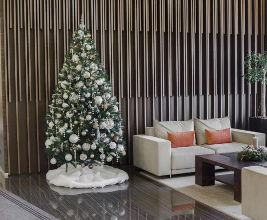 Location de Sapins et décors de Noël pour entreprises